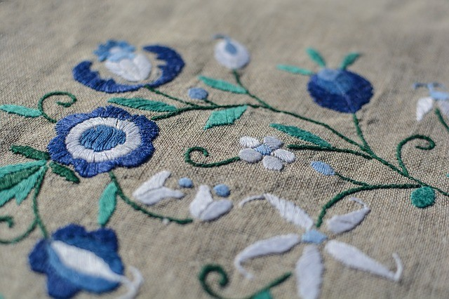 how to embroidery flowers by hand